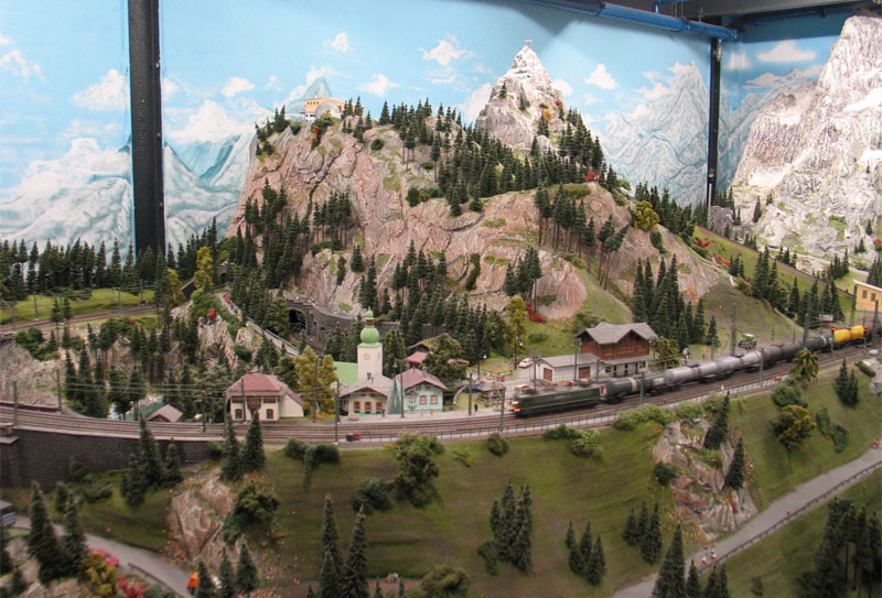 http://www.happybeagle.com/images/hh/miniatur-wunderland/mw-panorama-1.jpg