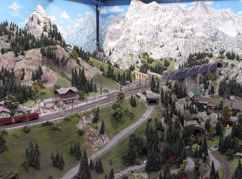 http://www.happybeagle.com/images/hh/miniatur-wunderland/mw-panorama-2.jpg