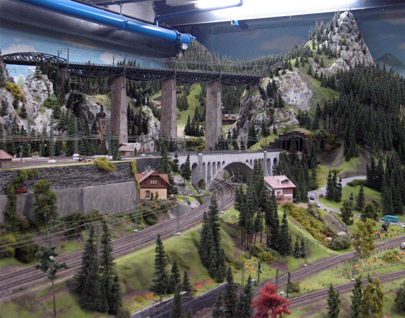 http://www.happybeagle.com/images/hh/miniatur-wunderland/mw-panorama-4.jpg